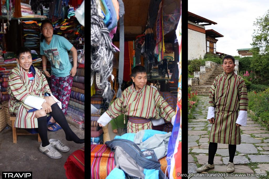 Mặc thử bộ gho truyền thống của người Bhutan.