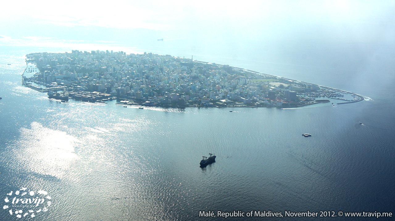 Thủ đô nhỏ nhất thế giới Malé nhìn từ máy bay.
