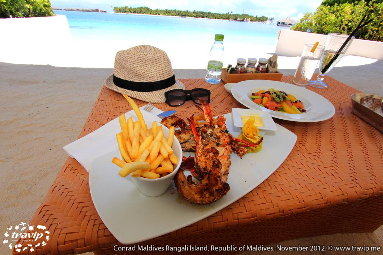 Bữa trưa hải sản tại  Conrad Maldives Rangali Resort.