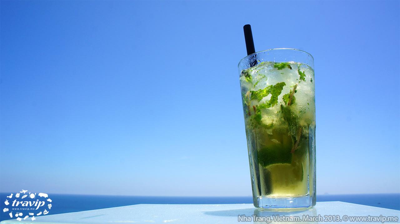 Hè đến, ngồi trước biển và nhâm nhi những thức uống nhiệt đới thì không còn gì bằng.