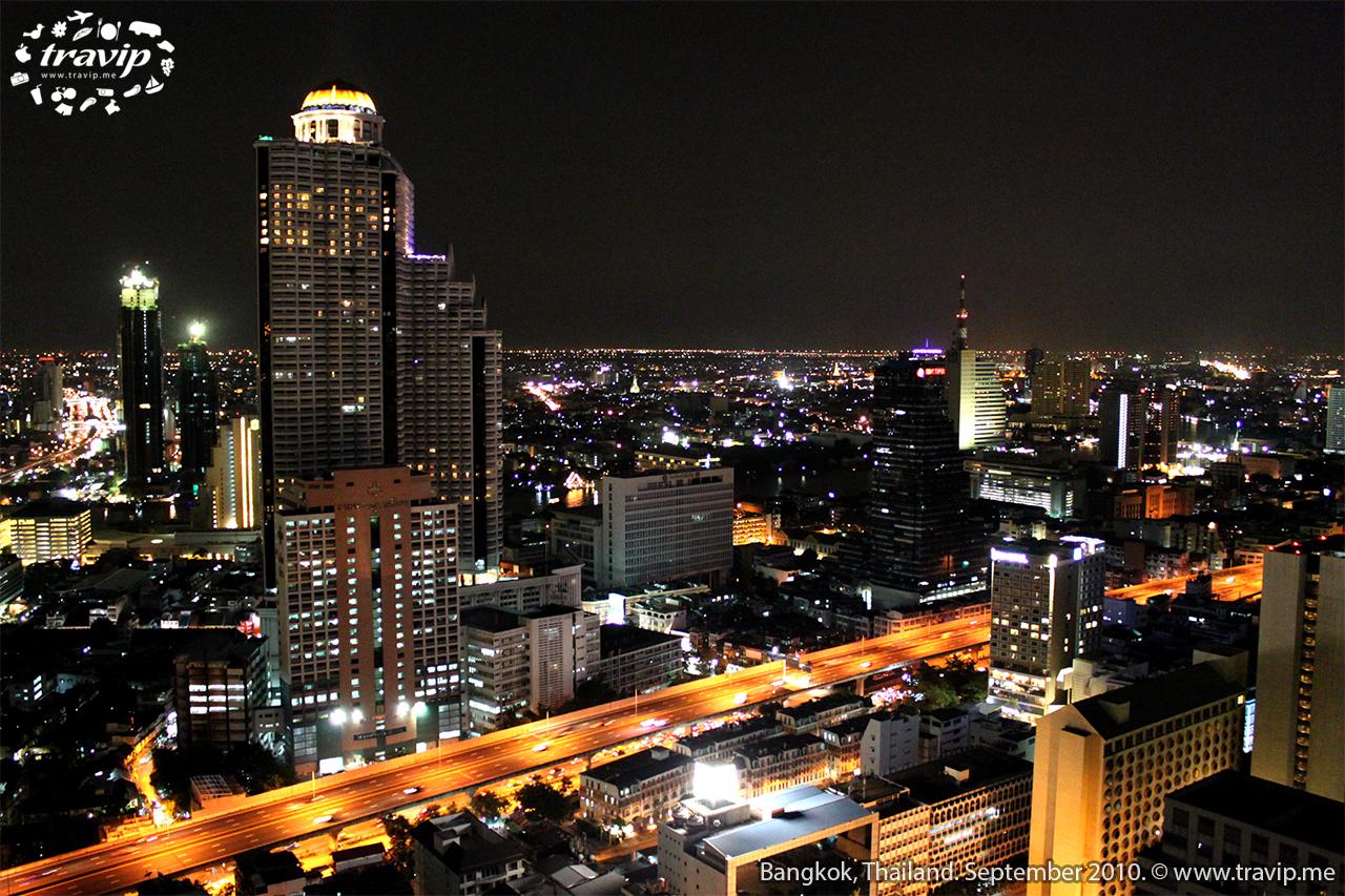 Bangkok rực rỡ ánh đèn về đêm.