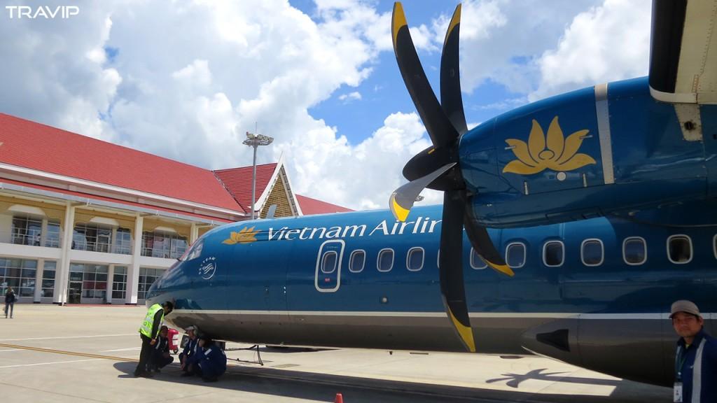 Máy bay ATR72 của Vietnam Airlines tại sân bay Luang Prabang.
