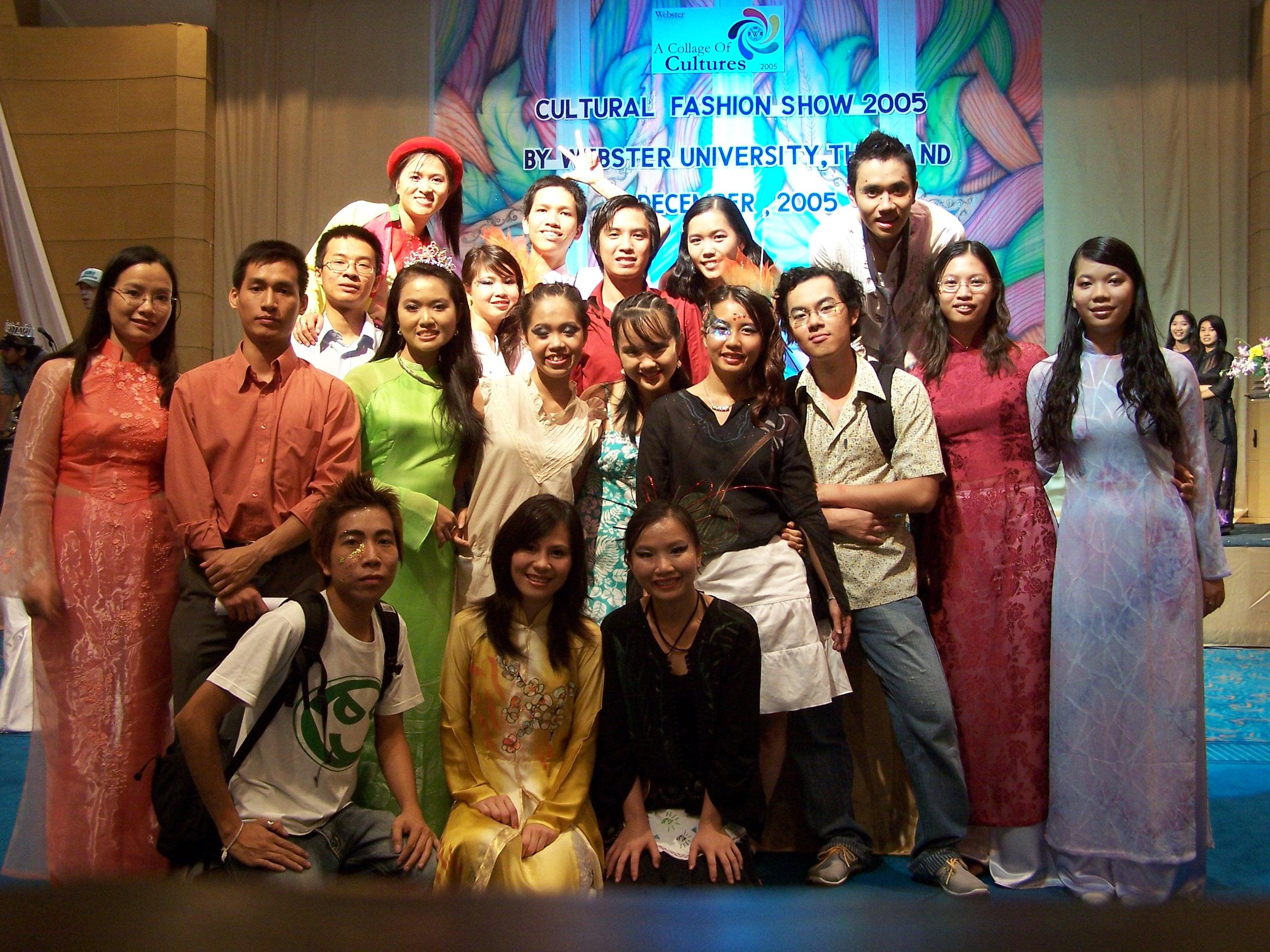 Sinh viên Việt Nam tại WUT sau buổi diễn.