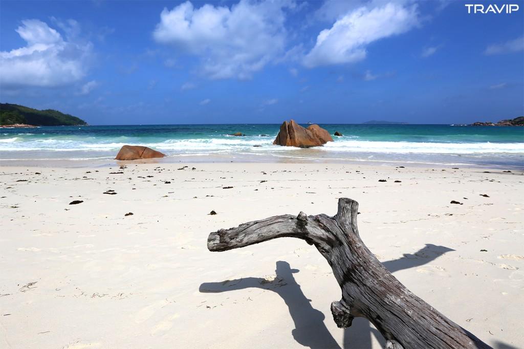 Bãi biển Anse Lazio trên đảo Praslin.