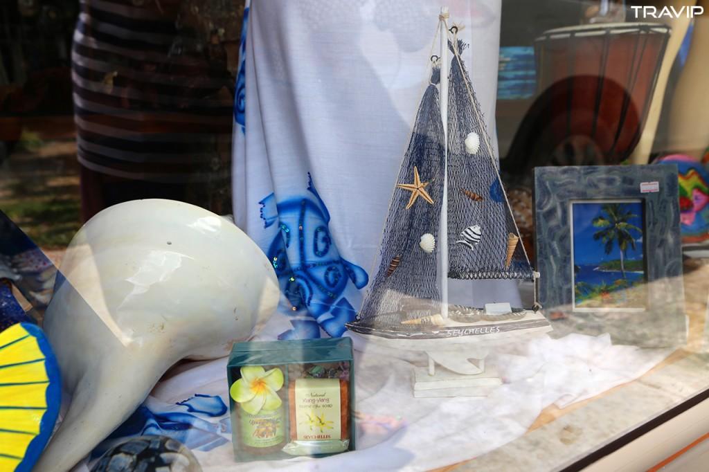 Một cửa hàng lưu niệm ở Praslin.