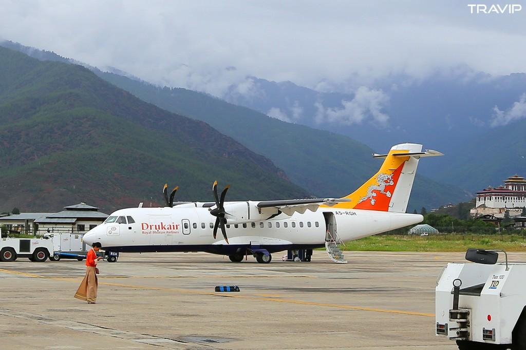 Máy bay ATR42 của hãng hàng không hoàng gia Bhutan Druk Air tại sân bay Paro, Bhutan.