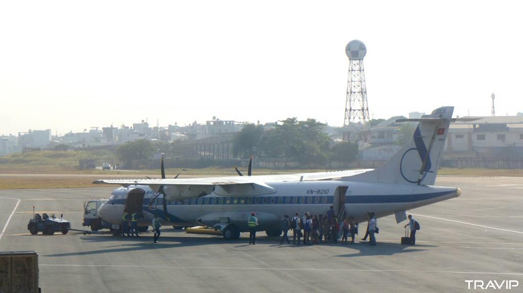 Một máy bay ATR72 của Vietnam Airlines với màu sơn và logo cũ.