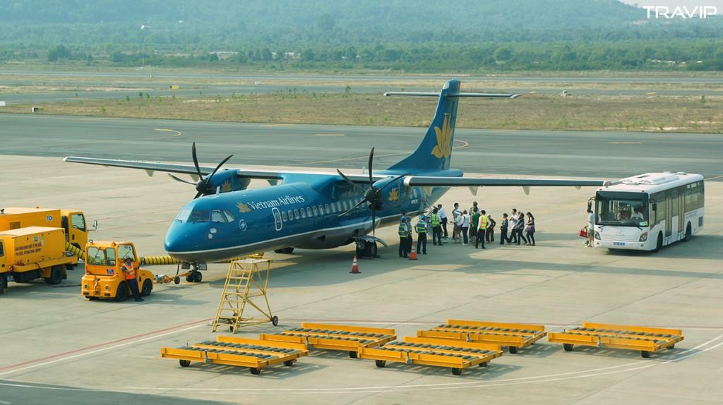 Máy bay ATR72 của Vietnam Airlines tại sân bay Phú Quốc, chuẩn bị bay đi Cần Thơ.