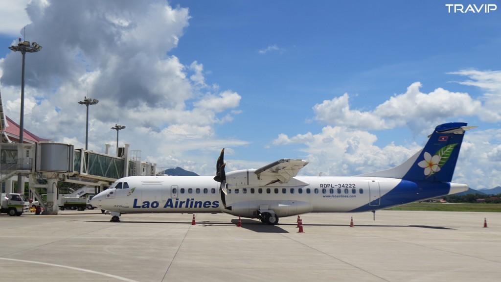 Một chiếc ATR72 của Lao Airlines tại sân bay quốc tế Luang Prabang.