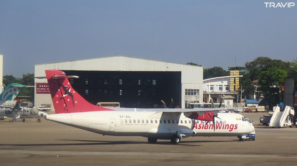 Một máy bay ATR72 của hãng AsianWings tại sân bay quốc tế Yangon.