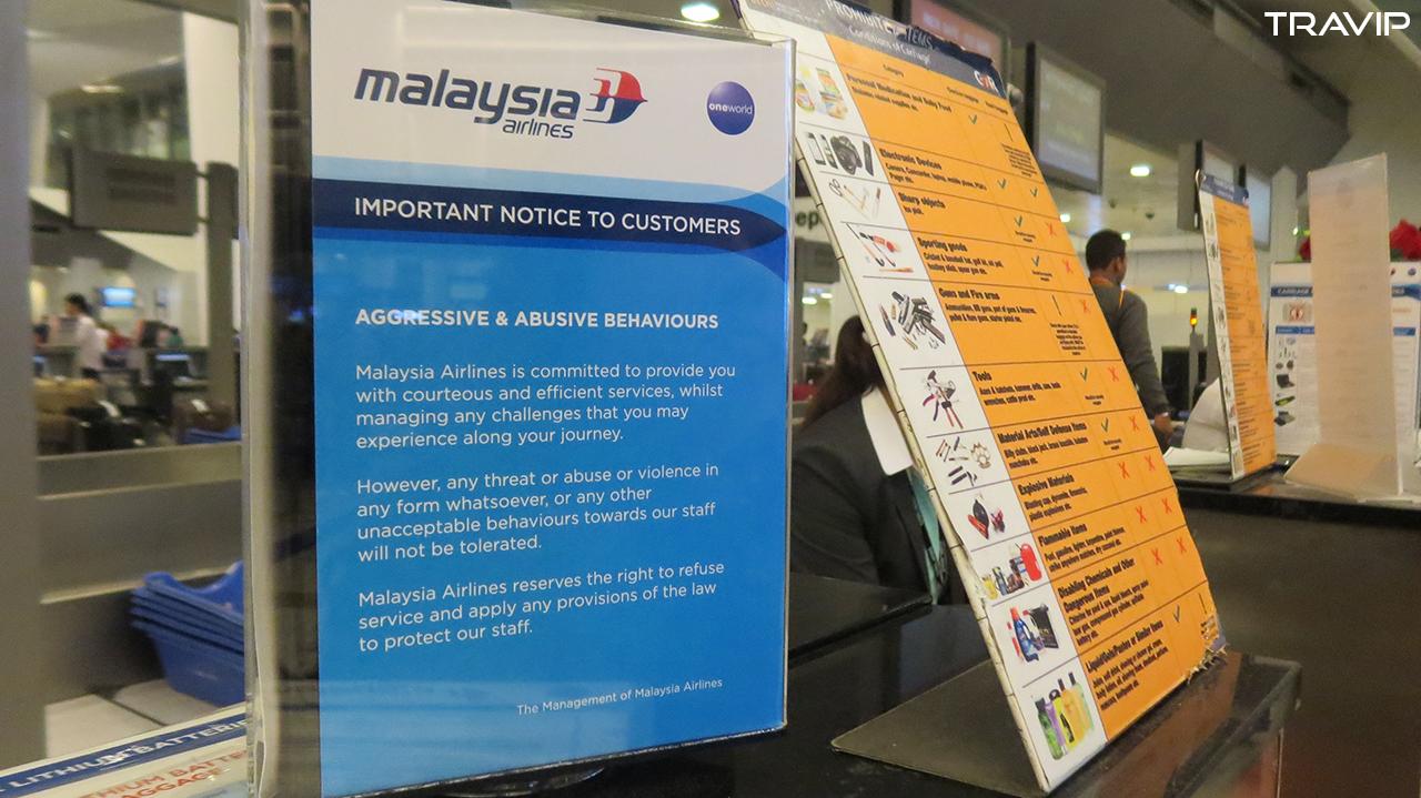 Ghi chú của Malaysia Airlines ở sân bay New Delhi. Ảnh: Travip