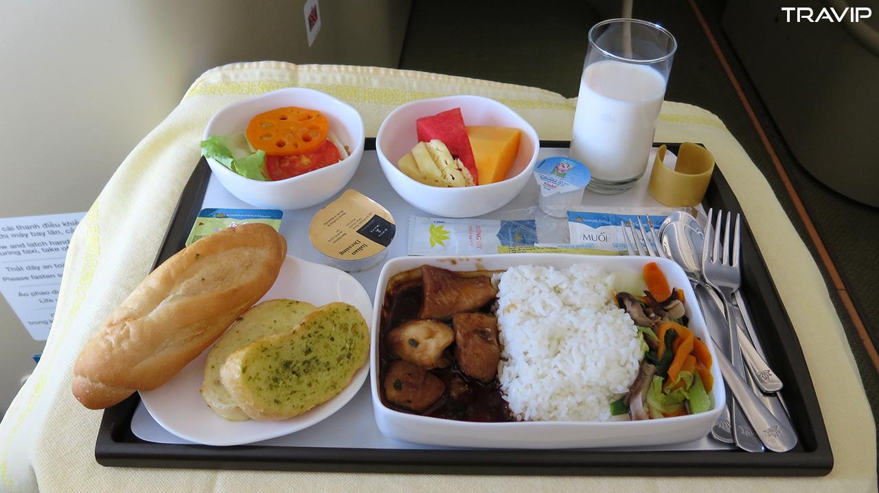 Bữa trưa trên máy bay.