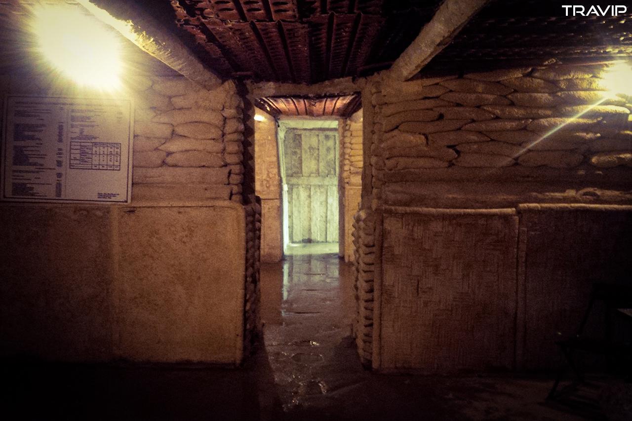 Bên trong hầm Đờ Cát.