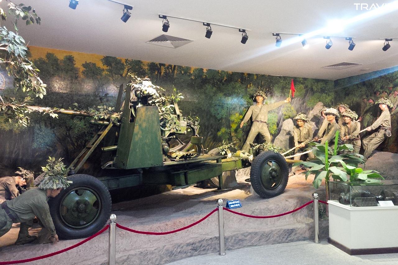 Hình ảnh kéo pháo qua đèo phục vụ chiến dịch xưa kia được tái hiện.