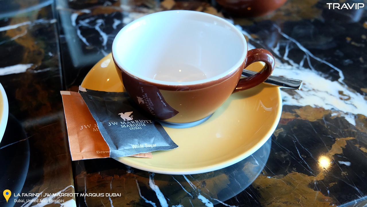 Ly tách uống trà Tchaba ở La Farine.