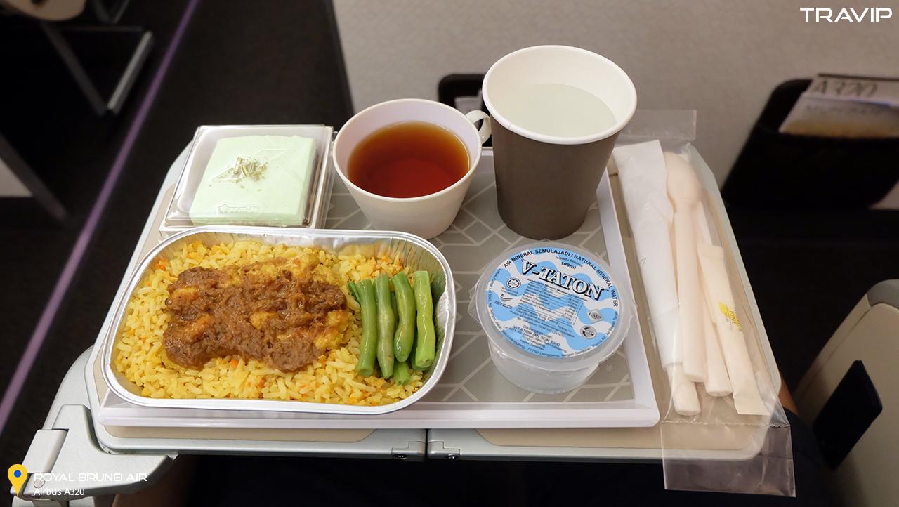 Bữa ăn trên máy bay.