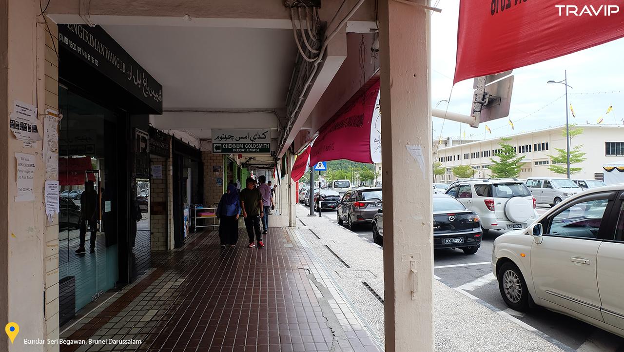 Đường phố vắng vẻ ở Bandar Seri Begawan.