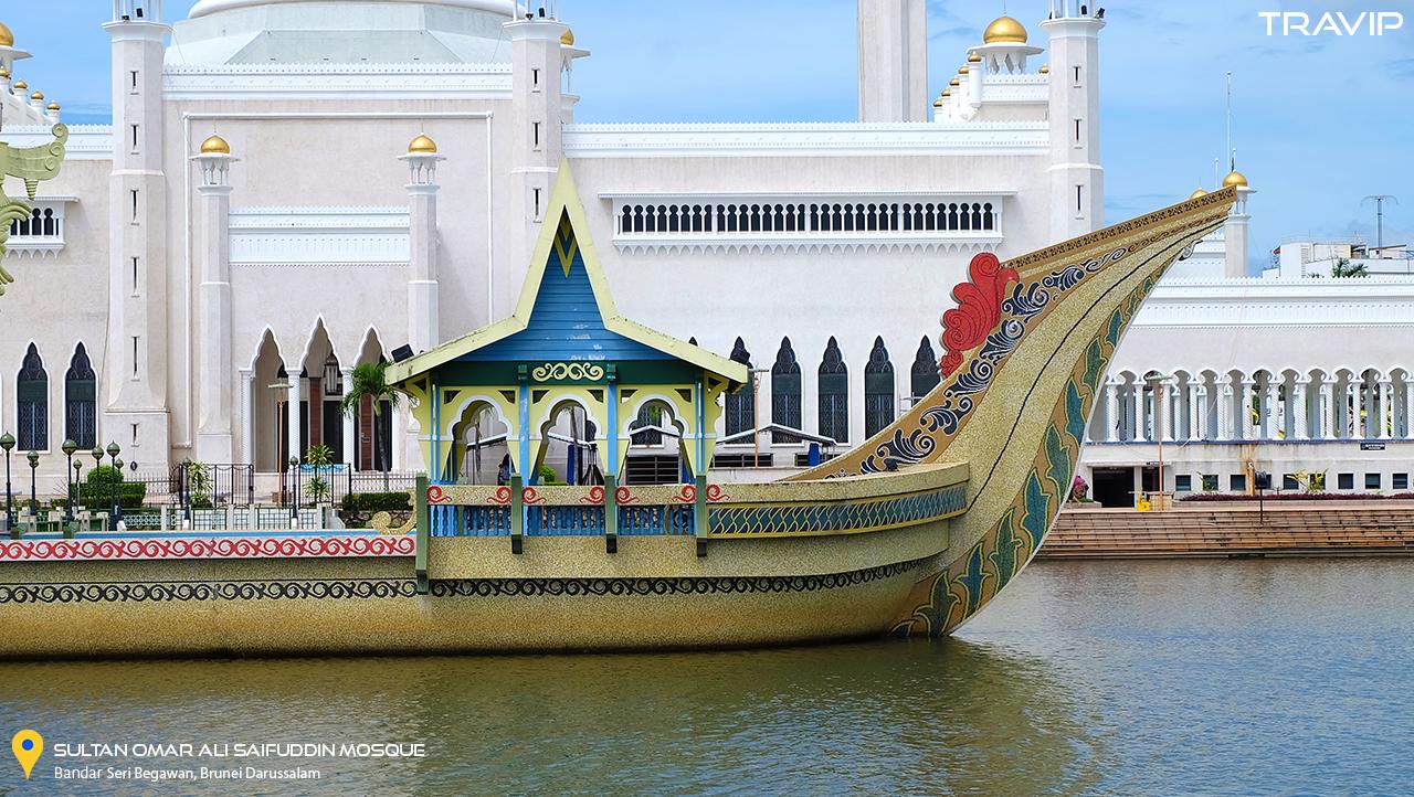 Đền thờ Sultan Omar Ali Saifuddin ở Bandar Seri Begawan.