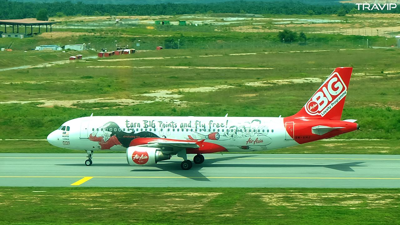 Máy bay AirAsia với hình ảnh quảng cáo chương trình BIG.