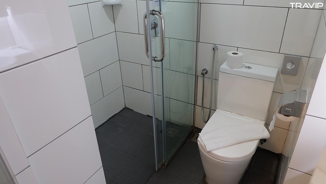 Nhà tắm.