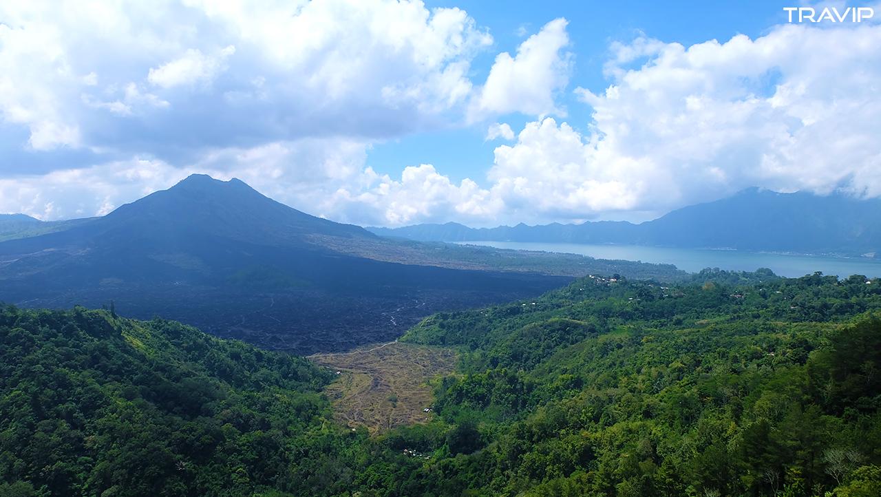 Núi lửa Batur nhìn từ quán ăn.
