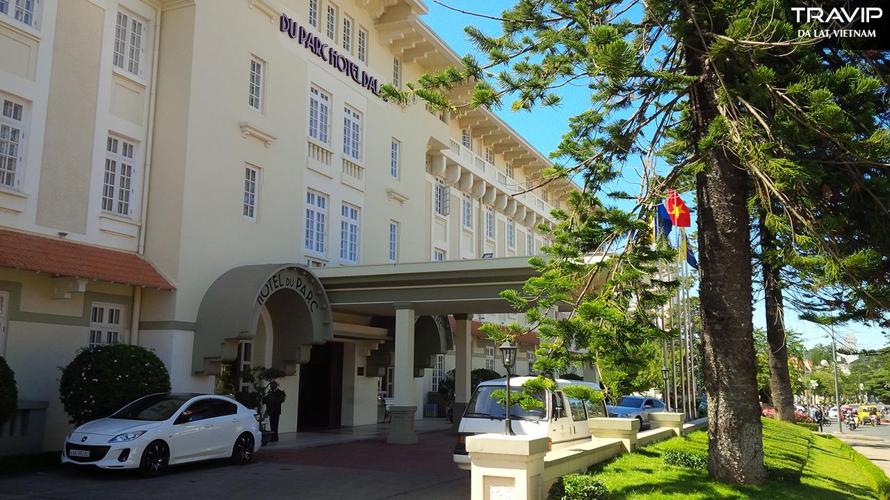 Mặt tiền khách sạn Du Parc.