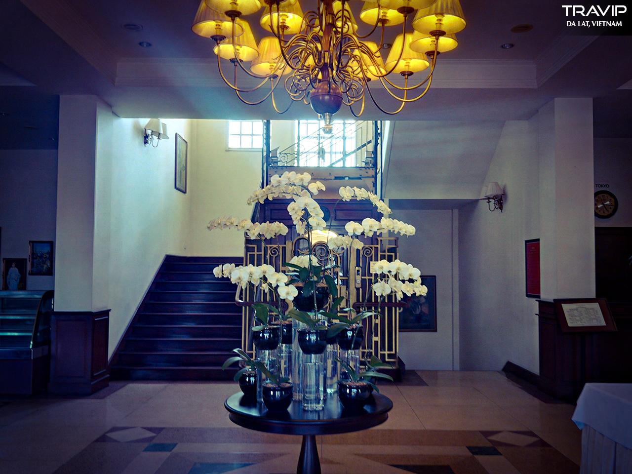 Nét cổ kính bên trong khách sạn Du Parc.