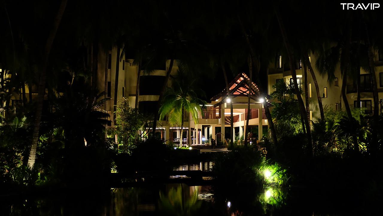 Tanjung Rhu Resort về đêm.