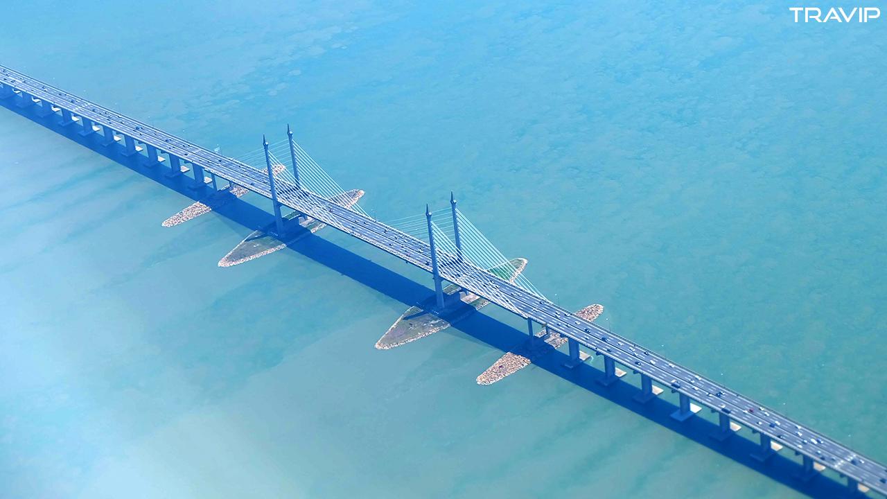 Cầu xuyên biển ở Penang.