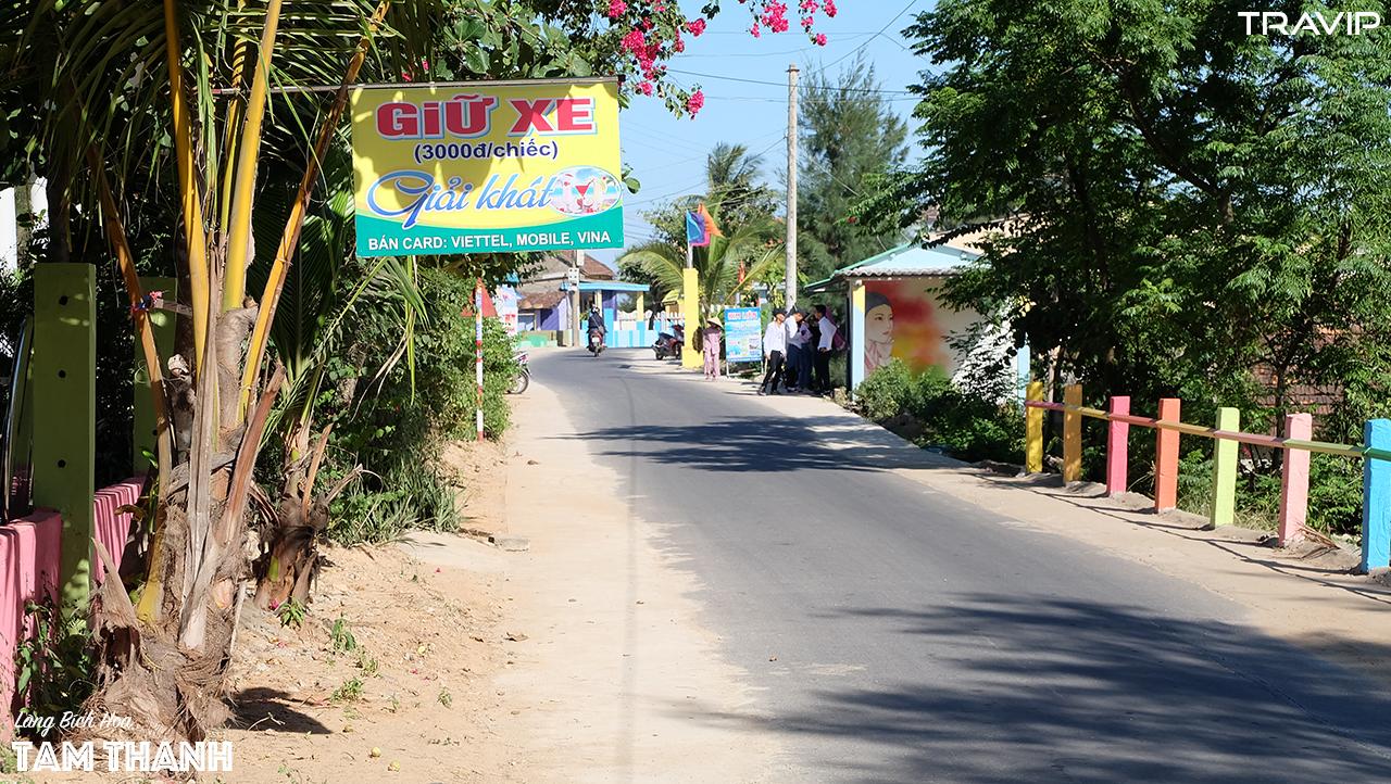 Những tấm biển hiệu còn mới ở Tam Thanh.